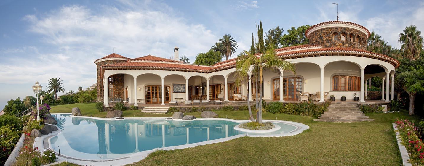 дом с бассейной