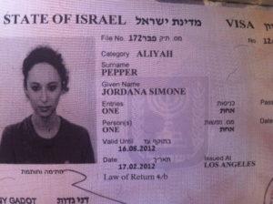 """Виза """"Алия"""". Если мама еврейка, то дети это - репатрианты, в этом случае им выдается такой тип визы, а получение г-ва значительно облегчается."""