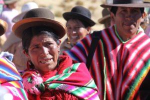 Боливийцы в национальных костюмах