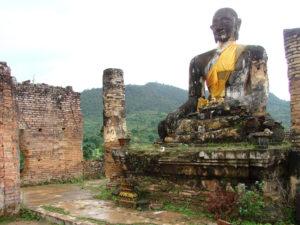 Руины буддийского храма Muang Khoun