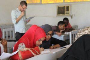 Урок английского в суданской школе (учитель - волонтер)