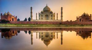 Одна из главных достопримечательностей, жемчужина мирового культурного достояния - Тадж-Махал