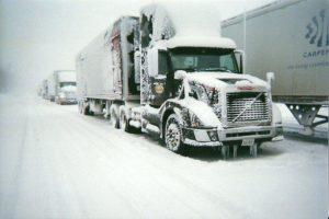 Работа канадских водителей грузовиков - заработок не из легких