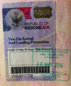 При получении визы по прибытию, она просто вклеивается в паспорт и проставляется дата въезда.