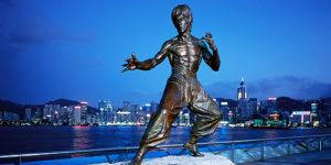 Статуя Брюса Ли на гонконгской Аллее Звезд