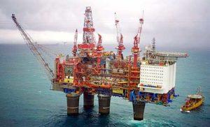 Одна из многочисленных норвежских нефтяных вышек в Северном море