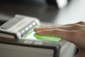 С 2015 года для оформления визы нужно сканировать отпечатки пальцев