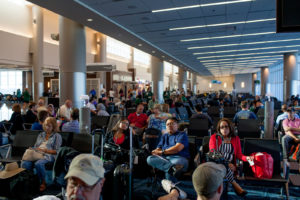Если у Вас стыковочный рейс, и ожидать самолет менее 24 часов - оформлять визу не требуется