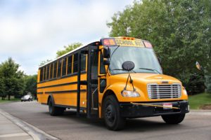 Знаменитый школьный автобус желтого цвета