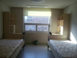 Комната в корейском студенческом общежитии