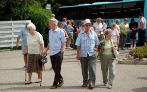Пенсионеры в Австралии достаточно обеспечены, но пенсионный возраст 65 лет, кроме того нужно владеть собственностью