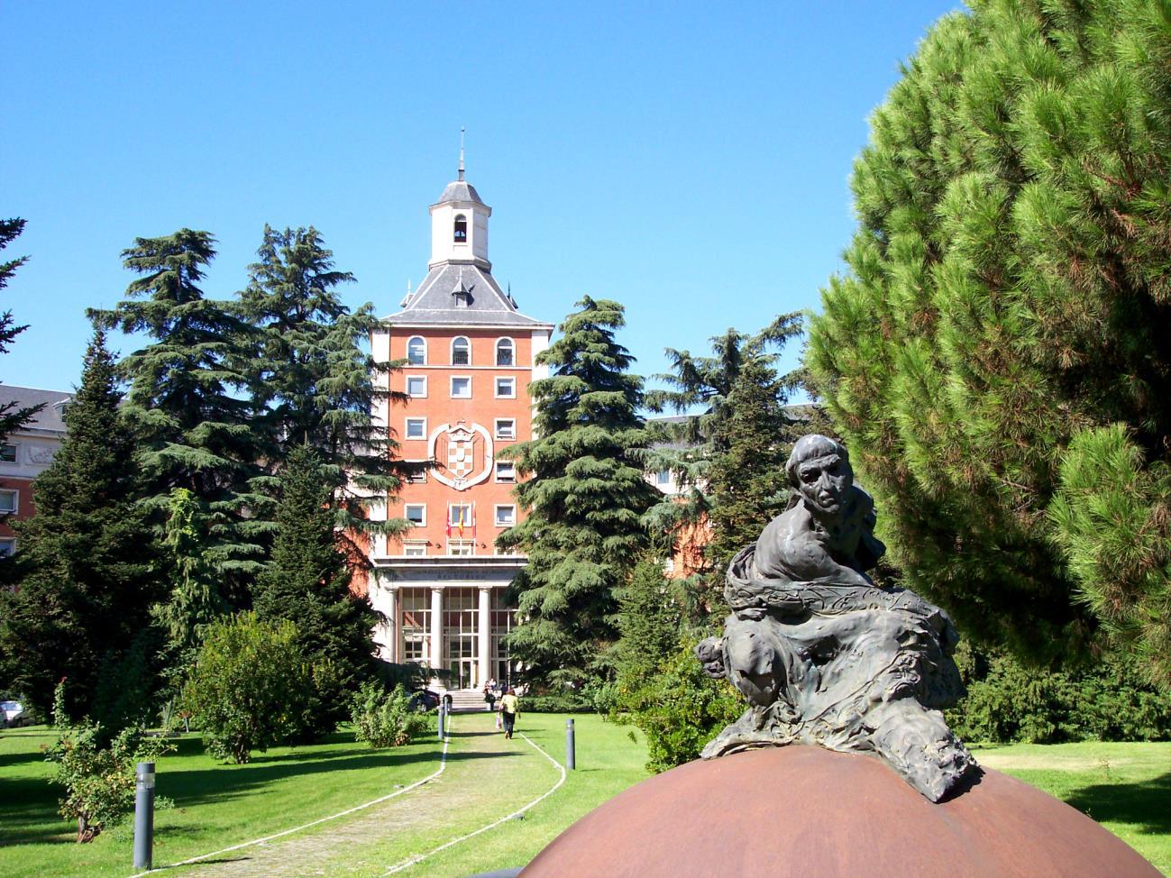 Universidad Complutense de Madrid - Мадридский университет Комплутенсе считается одним из лучших государственных учебных заведений в Испании.