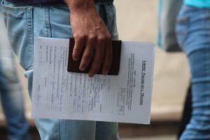 Не все беженцы с Украины могут легализоваться в России.