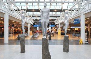 Скульптуры в Международном аэропорту Рейкьявика Кефлавик.