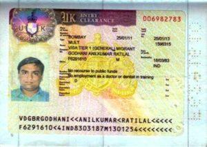 Tier 1 - расширенная виза для высококвалифицированных работников, позволяющая проживать и работать в стране, но она доступна только для тех, кто уже находится в Великобритании.