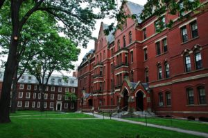 Гарвардский Университет - традиционно одно из наиболее желанных мест учебы