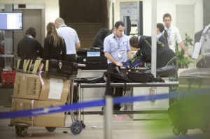 Контроль багажа в аэропорту Тель-Авива