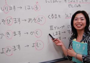 Японский - один из наиболее сложных в мире, но без его знания жить в стране проблематично