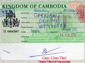 Виза в паспорте по прилету в Камбоджу.