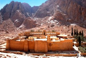 Глиняный замок на горе Синай.