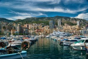 Монако - ежедневно в сюда приезжают в поиске хорошей работы около 30000 человек из ближайших городов Франции.