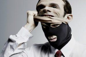 Самые злостные мошенники скрывают свое обличье за деловыми костюмами и хорошо продуманной речью.