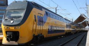 От аэропорта Схипхол до центра города можно добраться на поезде.