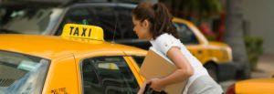От аэропорта Схипхол до центра города можно добраться на такси.