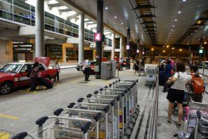 Из аэропорта Гонконга  на такси.
