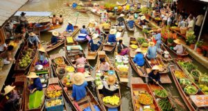 Тайский плавучий рынок