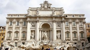 Дворец Поли в Риме