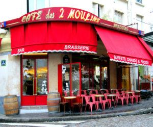"""Кафе """"Две мельницы"""" в Париже"""