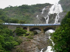 Водопад Дудхсагар в Южном Гоа
