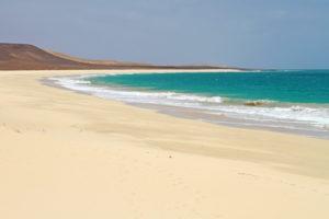 Один из пляжей острова Боавишта на Кабо-Верде