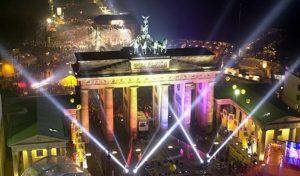 Встреча Нового года под Бранденбургскими воротами в Берлине