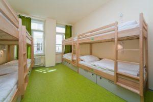Комната одного из бюджетных хостелов Праги