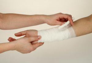 средства первой помощи при травмах в дорогу