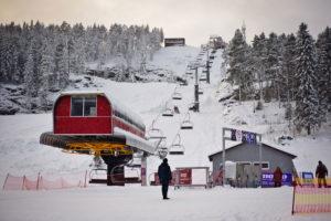 Подъемник горнолыжного курорта Ялгора в Карелии