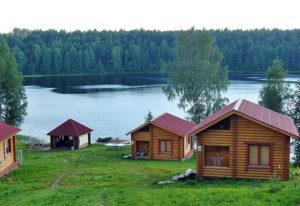 Территория турбазы «Лесное-Озеро» в Карелии