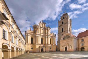 Вильнюсский университет. Крупнейшее высшее учебное заведение.